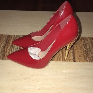 Women's size 8 wide red leather pumps